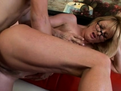 starving-pussy-of-mature-honey-gets-hawt-treatment
