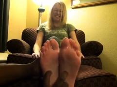 blonde-honey-kasia-linsey-foot-fetish