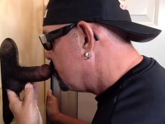 soldier-gets-gloryhole-servicing