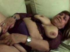 hot gilf gets her pussy fingered deeply