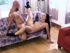 hitzefrei-german-milf-texas-patti-fucks-the-landscaper