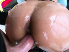 nympho-brunette-uma-jolie-licked-and-penetrated