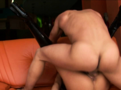 hot-babe-gets-fingered-before-she-s-fucked