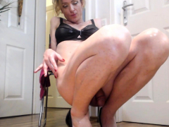 Hot Tranny On Wet And Nasty Ass Toying