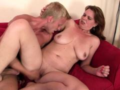 he-picks-up-boozed-big-tits-mature-woman