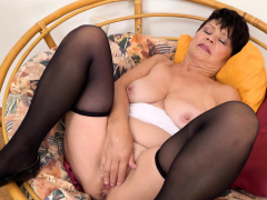 europemature-libi-seductive-solo-striptease-video