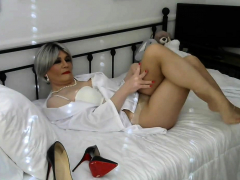 crossdressers-solo-masturbation