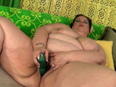 Fat Kitty Nation Stimulates Her Pussy