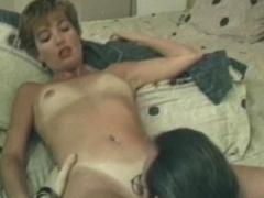 retro-porno-babes-lick