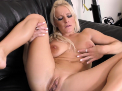 big-breasted-mature-babe-tara-spades-is-finishing-her