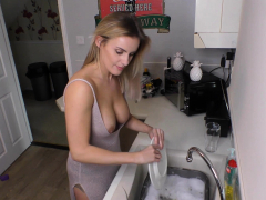 beautiful-busty-blonde-washing-the-dishes-with-downblouse