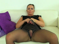 british-milf-cherri-dildos-her-juicy-fanny