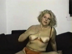 MILF can't wait to reach an orgasm
