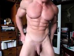 str8-bodybuilder-flexing