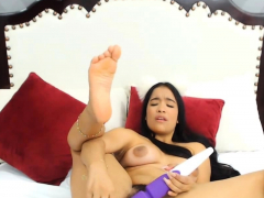 Brunette Babe Performs Tantalizing Pleasures