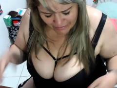 mature-bbw-solo-posing-on-webcam