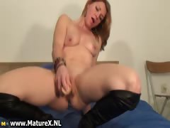 horny-housewife-rubbing-her-clit-part3