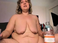 amateur-bbw-toying-with-her-pussy
