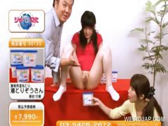 asian-teenie-gets-cunt-fingered-publicly