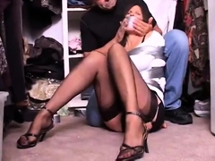 sheila-grant-in-stockings-feet-fetish-giving-foot-job