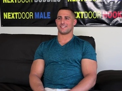 auditioning-hunk-solo-jerking-off-in-close-up