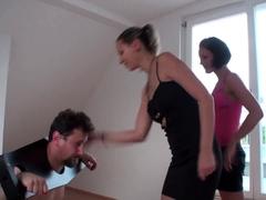 alida and Yvonne slap joschi