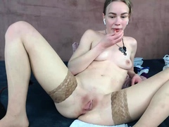 blonde-tight-pussy-babe-solo-toy-fun-in-glamour-masturbation