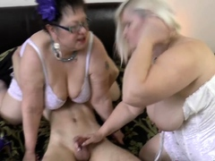 mature-grandma-licked