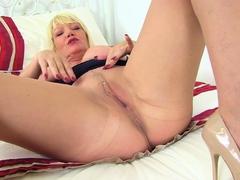 Busty mature Camilla Creampie dildos her hot cunt