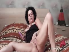 lusty-sexy-mature-using-vibrator-to-reach-orgasm