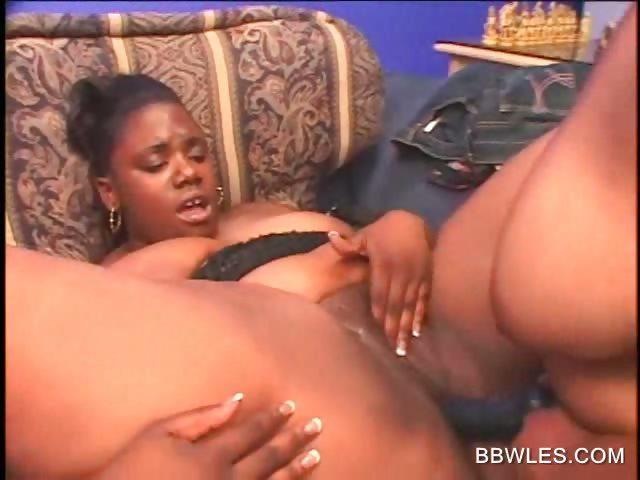 Ebony lesbische dildo
